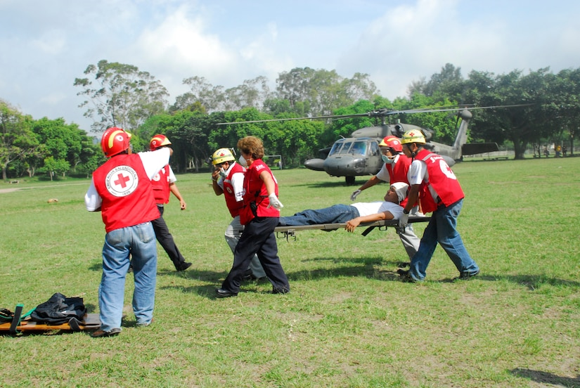 COMALAPA AIR BASE, El Salvador-Salvadoran rescue personnel retrieve ?injured? personnel from a Joint Task Force-Bravo Blackhawk helicopter May 6 during Fuerzas Aliadas Humanitarias 2008. The exercise provided JTF-Bravo pilots with familiarization of disaster relief efforts in the region. (U.S. Air Force photo by Tech. Sgt. William Farrow)