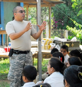 COMASAGUA, El Salvador ? Army Sgt. Pedro Lopez briefs Salvadoran children May 8 on proper hygiene practices during the public health information portion of the medical readiness exercise which took place over two days at a school near Comasagua, El Salvador, during Fuerzas Aliadas Humanitarias 2008, the U.S. Southern Command and Salvadoran Ministry of Defense-sponsored exercise held throughout the Central American region May 5-15. Sergeant Lopez provided his 10-minute brief to more than 1600 people over the two day exercise. (U.S. Air Force photo by Tech. Sgt. William Farrow)