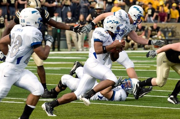 U.S. Air Force Academy quarterback Tim Jefferson keeps the football and attempts to run for the first down in their 16-7 defeat of the U.S. Military Academy Nov. 1 at West Point, N.Y. (Defense Department photo/Navy Petty Officer 1st Class Chad J. McNeeley)