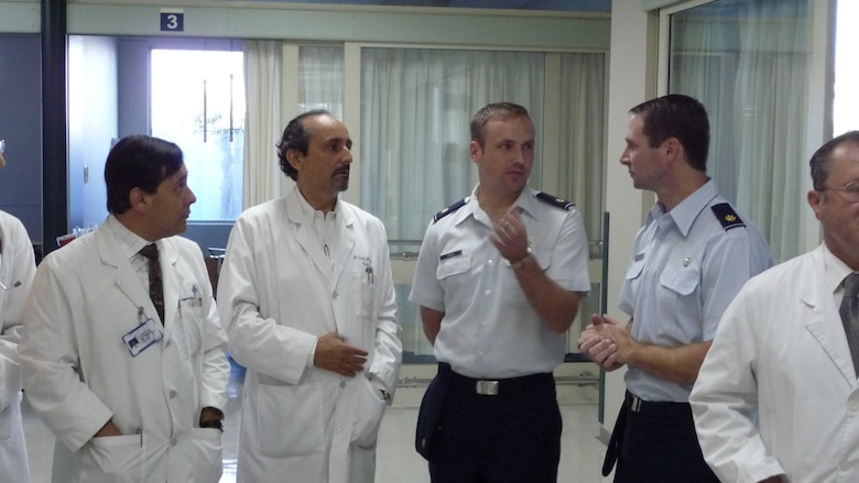 Majors Mark Gunst (right) and Joseph DuBose (left), staff surgeons with the 59th Surgical Specialties Squadron at Wilford Hall Medical Center, confer with doctors from the Chilean Air Force hospital in Santiago, Chile 5 Nov.  The tour marks the end of the doctor's exchange at Operation Southern Partner, an AFSOUTH-led event aimed at providing intensive, periodic subject matter exchanges with partner nations in the U.S. Southern Command area of focus.  The all-new program features more than 70 U.S. Air Force subject matter experts from about 25 career fields working alongside partner nation military members in similar career specialties during week-long exchanges.  Later, the Air Force doctors were able to sit in on a lecture where Chilean doctors evaluated different courses of action to treat patients. (Photo  by Capt. Nathan D. Broshear)
