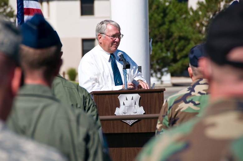 Retired U.S. Air Force Col. Robert Hudson, former Vietnam prisoner of war, speaks at the September 2008 opening ceremony for the annual POW/MIA 24-hour run at Kirtland Air Force Base, N.M.