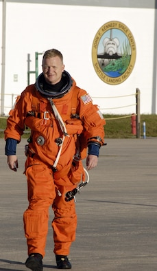 Col. Eric Boe, STS-126 pilot and Civil Air Patrol member, wearing his launch-and-entry suit, heads for the Shuttle Training Aircraft to practice landings on the Shuttle Landing Facility's runway at NASA's Kennedy Space Center in Florida. (NASA photo/Kim Shiflett)