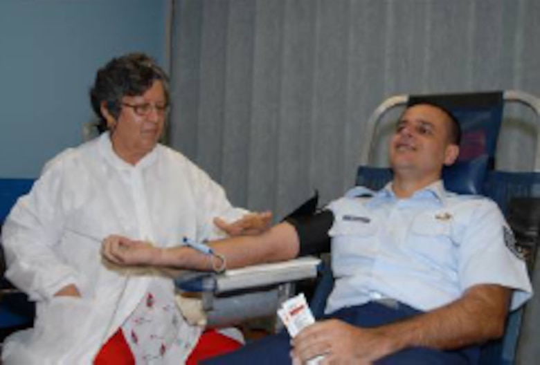 The American Red Cross chapter of Puerto Rico, carried out a blood harvesting session in Muñiz Air National Guard Base in Carolina. This activity took place as part of National Guard Week celebrations from 8 to the 12 of Sept..