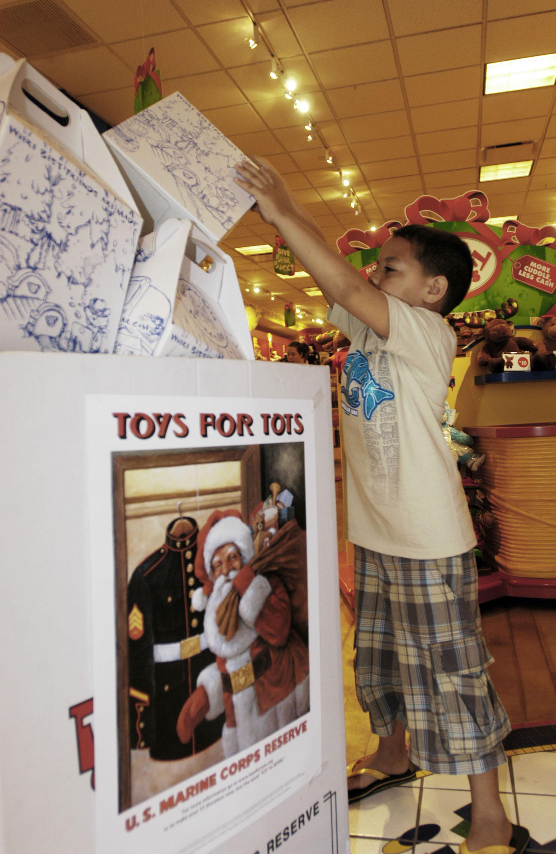 Toys For Tots Marine Bear : Photos