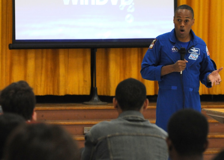 Air Force Astronaut Col. B Alvin Drew speaks to students at Westchester High School about his experiences in space, Nov. 20.  His visit was one of many events held during Air Force Week in Southern California. (U.S. Air Force photo by Stephen D. Schester)