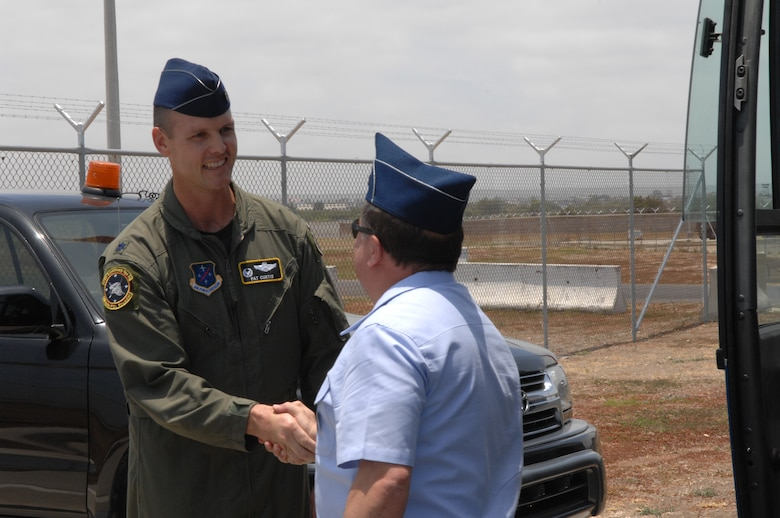 Lt. Col. Jared Patrick Curtis, 478th Expeditionary Operations Squadron commander, welcomes one of 20 attachés and instructors who visited here October 3. The servicemembers, representing approximately 10 nations throughout the world, toured the operations area here and received a unit mission brief. (US Air Force photo/1Lt. Lauren Wright)