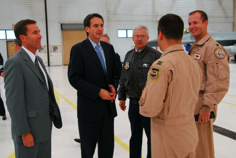 Minn. Governor Tim Pawlenty speaks with members of the 148th Fighter Wing in Duluth, Minn October 16, 2008.  (U.S. Air Force photo by TSgt Jason Rolfe) (Released)