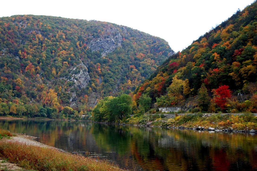 This view of the Delaware Water Gap from the Delaware Water Gap National Recreation Area in Northwest New Jersey shows a mix of fall colors and some left-over green Oct. 13, 2008.  (U.S. Air Force Photo/Tech. Sgt. Scott T. Sturkol)