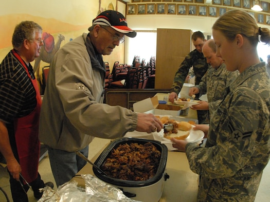 A1C Kristen E. Thomsen receives food from a Fargo Shriner while working flood operations on March 31, 2009 in Fargo, N.D.
