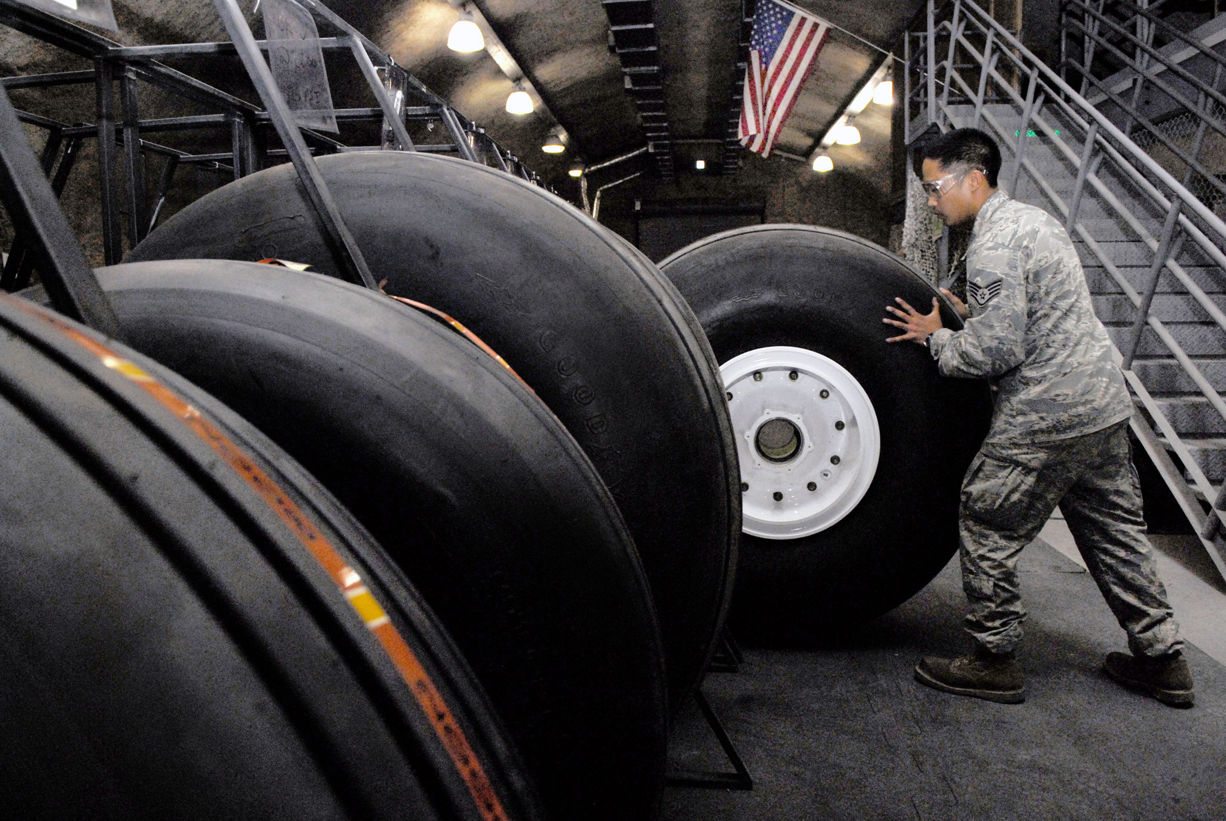 Inspection of aircraft tyres