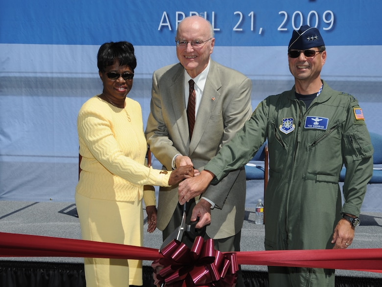 SMC Commander, Lt. Gen. Tom Sheridan, joined The Aerospace Corporation's President and CEO, Dr. Wanda Austin, and Board of Trustees Chairman ,Peter Teets, in cutting the ribbon officially opening Aerospace's new corporate headquarters building, April 21. (Photo by Joe Juarez)