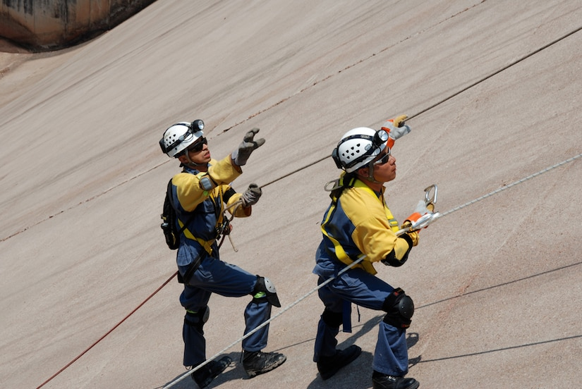 COMAYAGUA, Honduras - Firefighters from the Honduran National Fire Department make their way down Coyolar Dam here April 21 during the rescue of a simulated fallen diver.  The exercise scenario was part of FA-HUM '09 an annual mission rehearsal exercise that tests and improves regional and national disaster (earthquake, volcano, and floods, pandemic) response capabilities within Central America and the Caribbean Basin.  (U.S. Army photo/Maj. Benjamin Garrett)