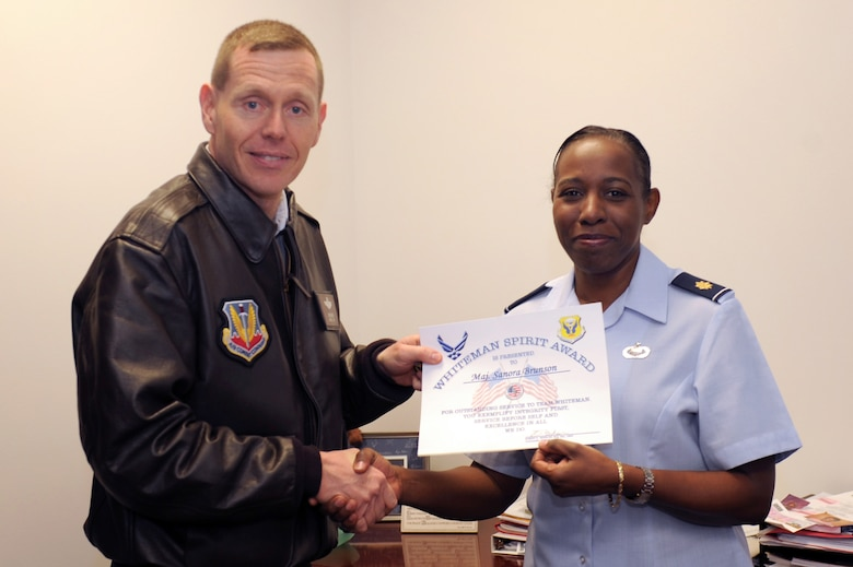 WHITEMAN AIR FORCE BASE, Mo., -- Brig. Gen. Robert Wheeler, 509th Bomb Wing commander,  presents the Whiteman Spirit Award to Maj. Sanora Brunson, 509th Comptroller Squadron commander, here Nov. 30. (U.S. Air Force photo/Senior Airman Jason Huddleston)(Released)
