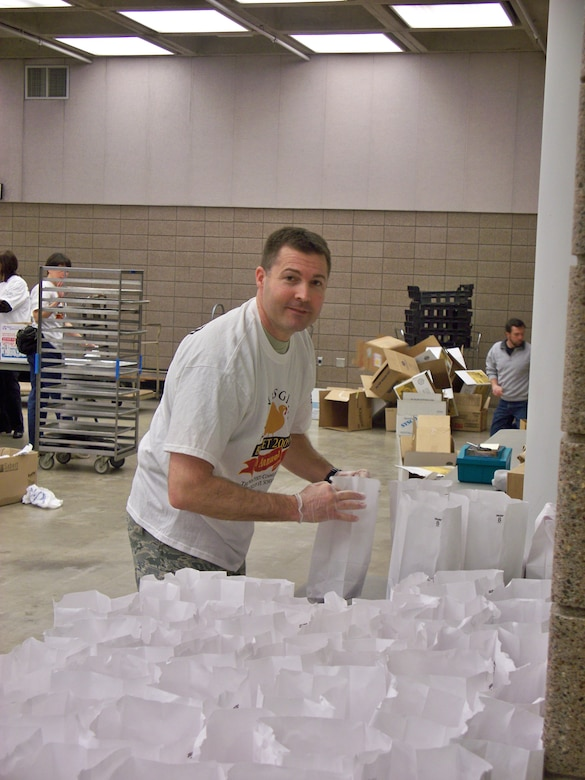Senior Master Sgt. Jon Linvingston of the 148th Fighter Wing packs Thanksgiving Day bag lunches which will be delivered to less fourtunate members of the community on Nov. 26th, 2009 in Duluth, Minn.