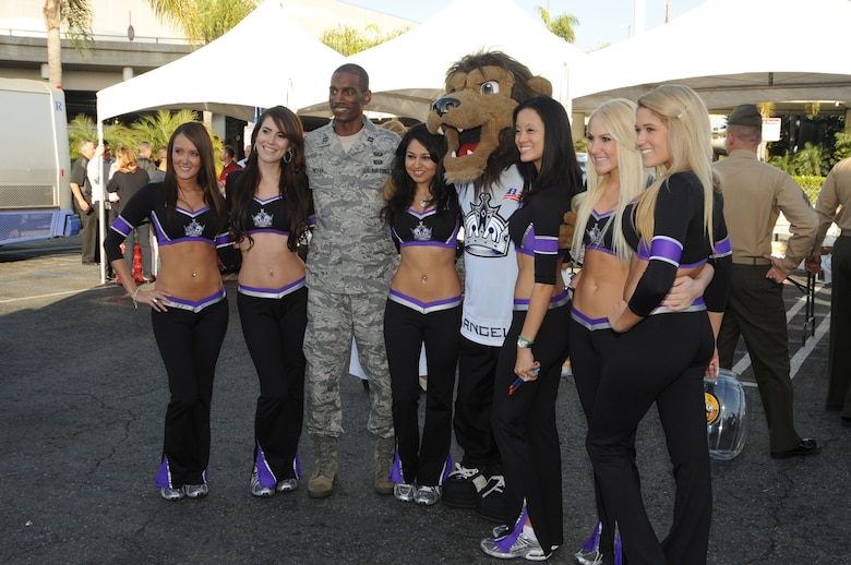 "Capt. Edward Talley, Space Based Infrared Systems Wing, takes a moment to pose with LA Kings' Ice Crew girls and mascot during the Bob Hope Hollywood USO's ""Salute to Our Military Personnel"" at the Los Angeles International Airport, Nov. 24.  Local and other military troops passing through LAX were treated to an afternoon of pre-Thanksgiving lunch and entertainment.  (Photo by Joe Juarez)"