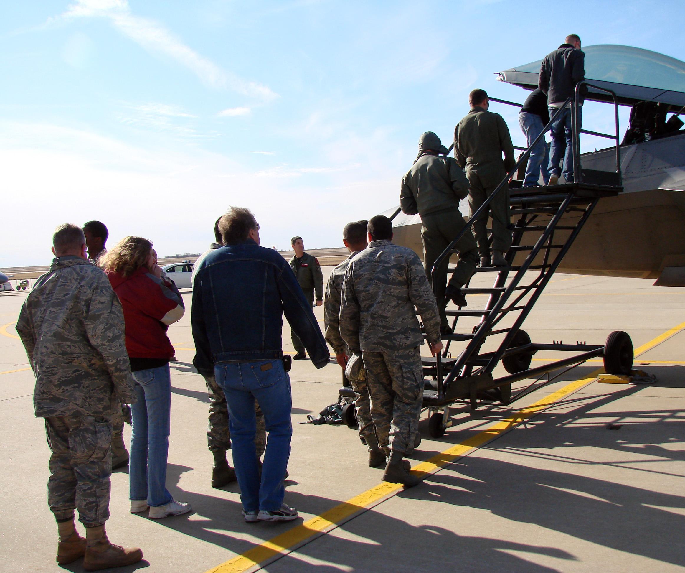Team Vance gets close-up look at F-22 Raptor > Vance Air