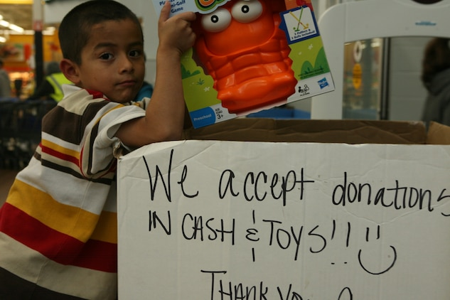Toys For Tots Brightens Children S Holiday 1st Marine Logistics