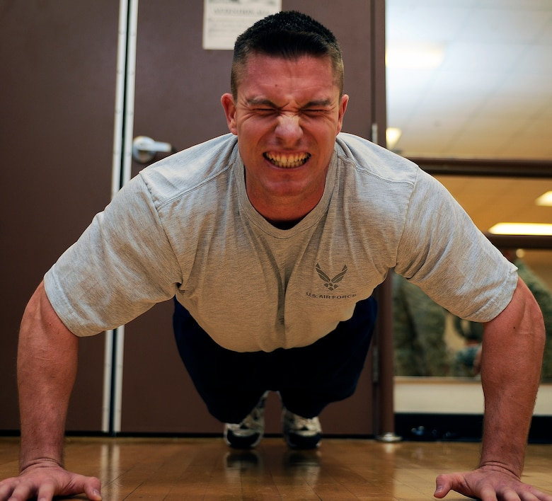 HOLLOMAN AIR FORCE BASE, N.M. -- Master Sgt. Jesse Lawhorn, 49th Maintenance Squadron, completes 289 push-ups during the annual Push up-a-thon held at the Domenici Fitness and Sports Center here Dec. 11. Sergeant Lawhorn won the category for having the most push-ups for males over the age of 30. (U.S. Air Force photo by Airman 1st Class Veronica Stamps)