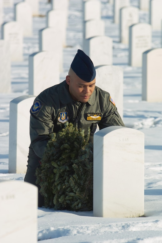 Tech. Sgt. Timothy Baptist from Schriever Air Force Base, Colo., lays a wreath on a veteran's grave during Wreaths Across America. Volunteers laid more than 400 wreaths during the Dec. 12 event. (U.S. Air Force photo by Master Sgt. Steven Clark)