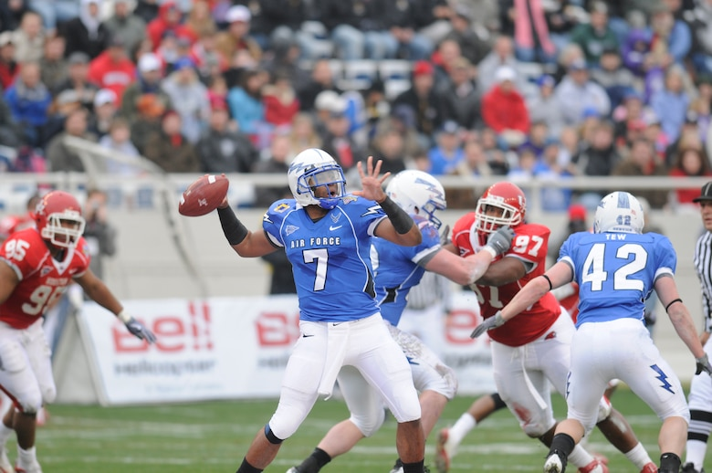 Falcons quarterback Tim Jefferson gets ready for a deep pass against Houston during the Armed Forces Bowl Dec. 31, 2009, at Fort Worth, Texas. The U.S. Air Force Academy triumphed over the University of Houston Cougars, 47-20. (U.S. Air Force photo/Bill Evans)