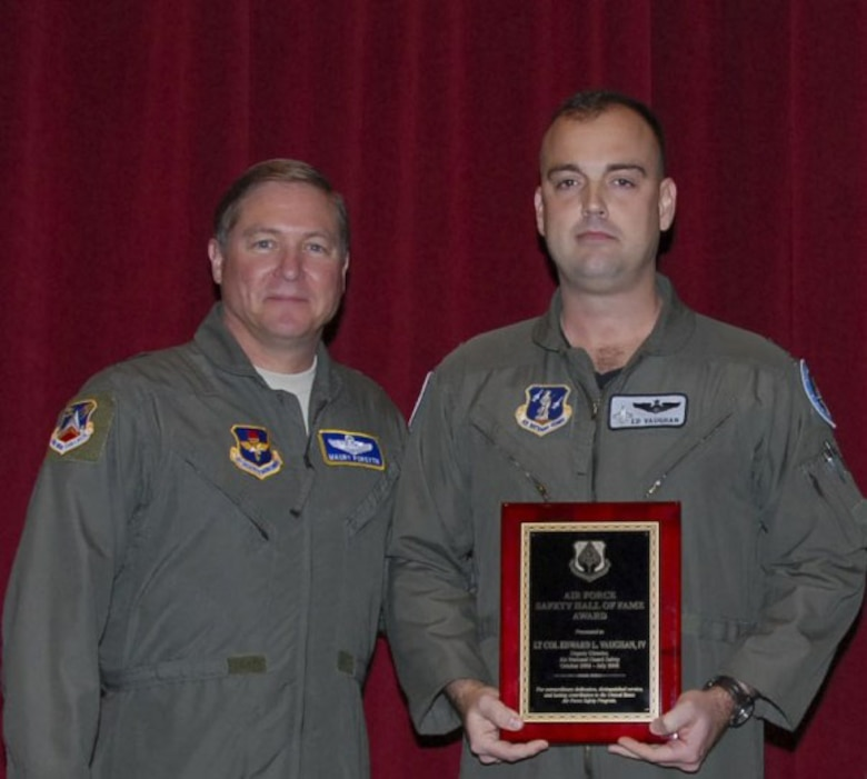Presentation of Air Force Safety Hall of Fame Award to Lt Col Ed Vaughn by Col Marcus Quint, AF Safety CenterLocation: Bldg 1401, AWCDate: 6 Feb 2009