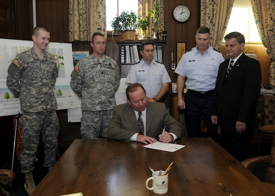 8 December Mayor Michael Boulanger signed a Statement of Support, declaring the city would do everything in its power to support its employees who are also members of the National Guard or Reserves.