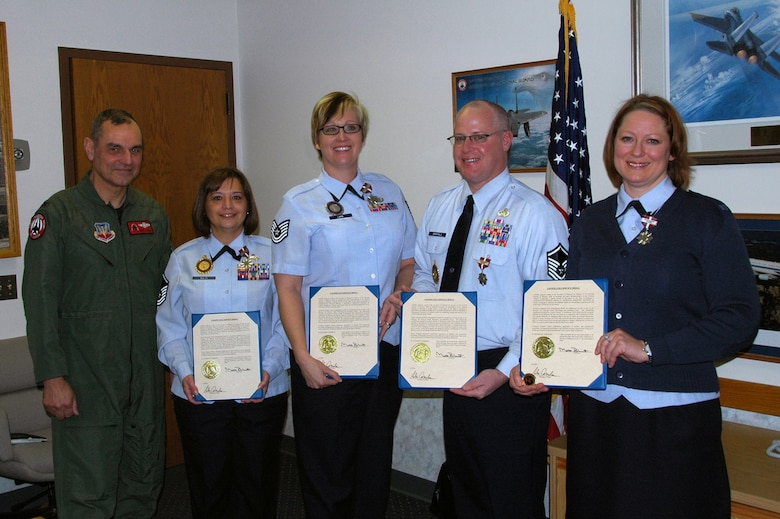 Col. Robert L. Leeker, 131st Bomb Wing commander, stands with Master Sgt. Carol Walsh, 131st Director of Personnel Military Retention office manager, Technical Sgt. Melissa Lakin, 131st Director of Personnel Military Recruiting recruiter, Master Sgt. Louis Birkholz, 131st DPMR recruiting office manager, and Technical Sgt. Jennifer Kuhl, 131st DPMR officer recruiter.  The recruiting and retention office at Lambert received a Conspicuous Service Medal as part of the Missouri Air National Guard Recruiting and Retention Team for their outstanding contributions resulting in a record number of new recruits. Not shown Master Sgt. Bernie Botson, 131st DPMH production recruiter.  (Photo by Master Sgt. Mary-Dale Amison)