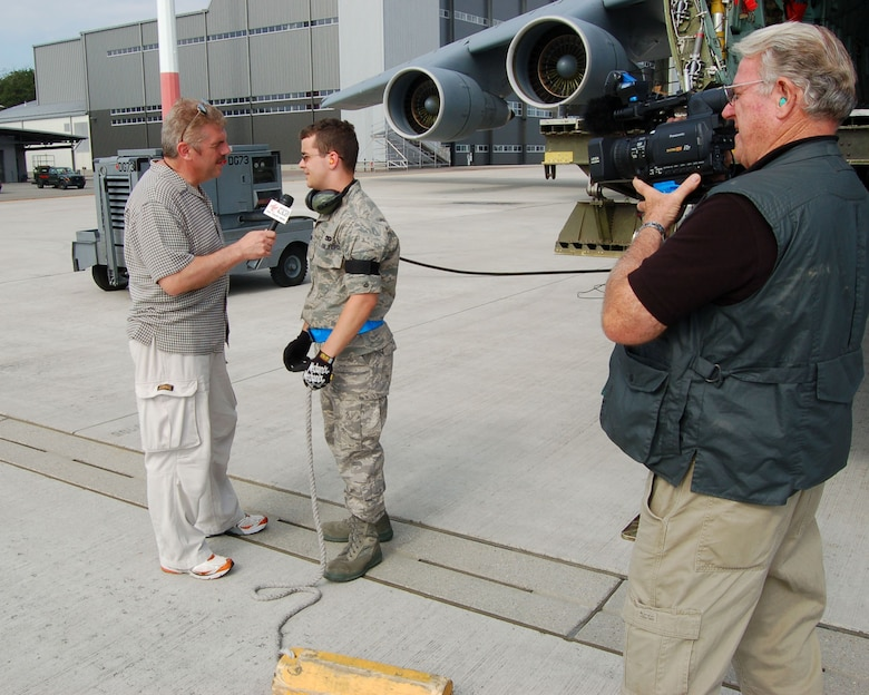 Media covers C-5 Galaxy mission > 445th Airlift Wing