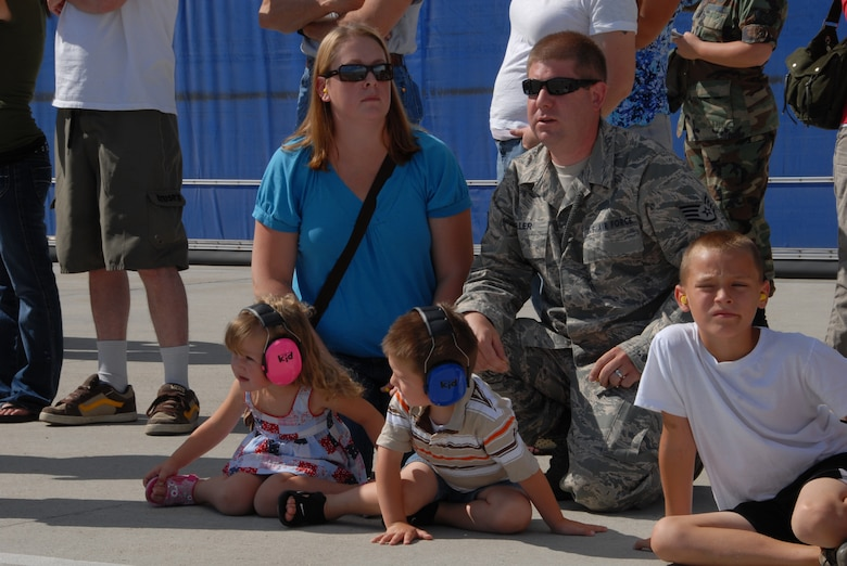 Idaho Air Guard member Staff Sergeant Grady Eller watch F-15 aircraft take-off at Gowen Field Air Base on July 12, 2009 with his wife Jessica and children Chelsea and Orin. (Air Force photo by Tech Sgt Becky Vansur)(Released)