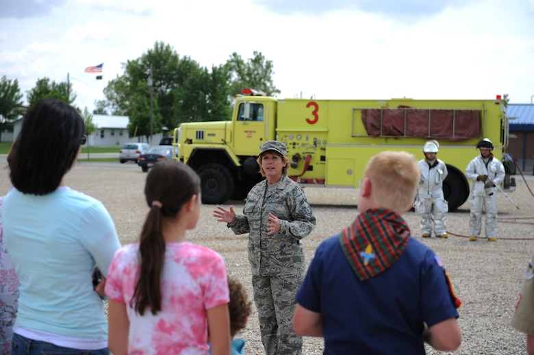 SMSgt Tammy Clement explains the process of  properly disposing flags to an ongoing crowd prior to the flag disposal ceremony put on by the 124th Wing Honor Guard on June 6th, 2009 at Gowen Feild Air Base. (Air Force photo Staff Sgt Robert Barney)(Released)