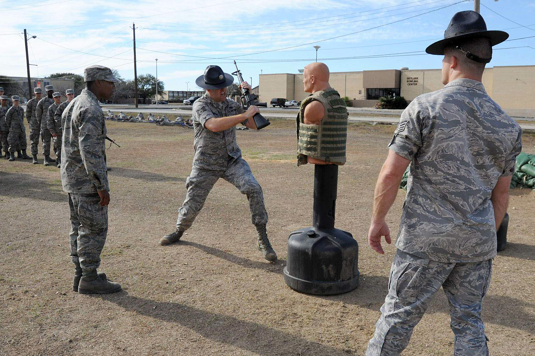 an argument in favor of unisex basic training in military Basic training isn't the place for leisure personal grooming and even eating become timed, organized, and regulated affairs.