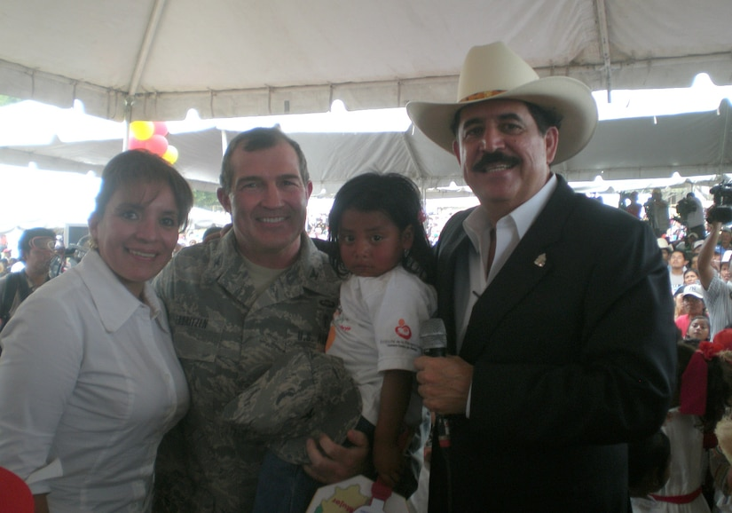 President Manuel Zelaya of Honduras, and his wife, Xiomara, pause for a photo with Air Force Dr. (Col.) Christopher Lauritzen after recognizing Joint Task Force-Bravo for providing medical expertise, equipment, medication and supplies during a regional health fair in Santa Ana, Honduras, March 24. Colonel Lauritzen was one of nine medical personnel who traveled more than 2 hours each way to help, at the request of the Honduran Ministry of Health. (Courtesy photo)