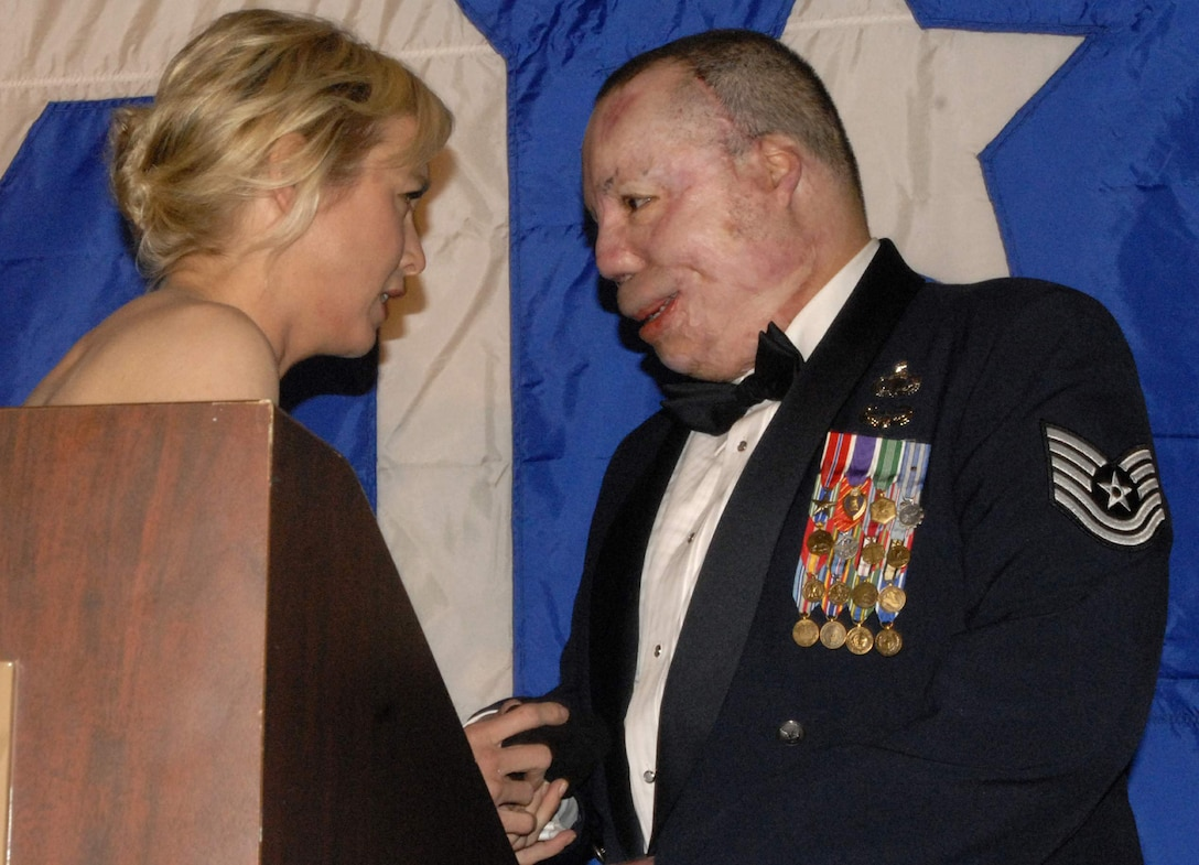 Actress and United Services Organization volunteer Renee Zellweger greets Tech. Sgt. Israel Del Toro during the USO of Metropolitan Washington Annual Awards dinner at the Ritz Carlton March 25 in Washington, D.C. The event recognized 31 of the nation's 98 living Medal of Honor recipients and other battlefield heroes from each branch of service. (U.S. Air Force photo/Tech. Sgt. Amaani Lyle)