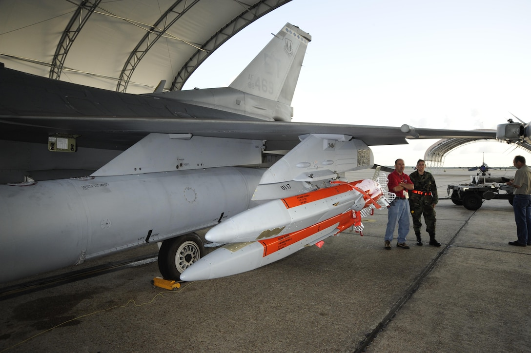 EGLIN AIR FORCE BASE, Fla. - Two Miniature Air Launched Decoys are mounted on an 40th Flight Test Squadron F-16 for developmental testing in June 2008. (Air Force photo)