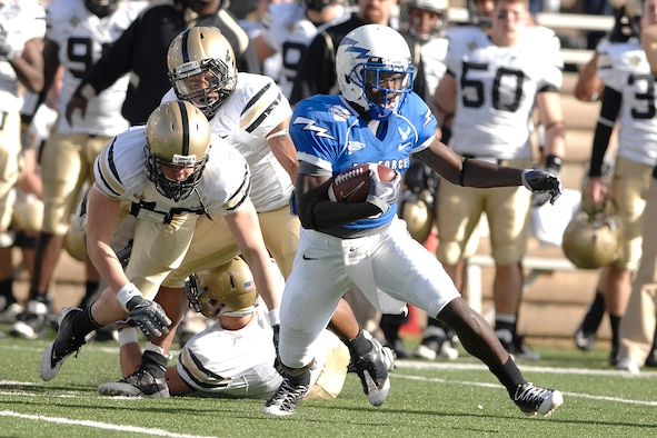 Falcons cornerback Anthony Wright Jr. returns a punt for a touchdown during action against Army at Falcon Stadium Nov. 7, 2009. Wright's touchdown was the only Falcons score in the first half, as Army's defense held the Falcons to 39 total yards in the first two quarters of play. (U.S. Air Force photo/Mike Kaplan)
