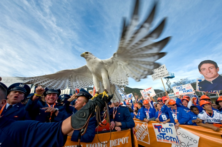 "Aurora, a falcon mascot of the U.S. Air Force Academy, reacts to an F-16 Fighting Falcons fly-by during filming of ESPN's ""College GameDay"" from the U.S. Air Force Academy from the Terrazzo for the Air Force vs. Army football game Nov. 7, 2009, in Colorado Springs, Colo. (U.S. Air Force photo/Staff Sgt. Bennie J. Davis III)"