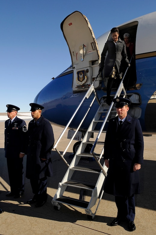 BUCKLEY AIR FORCE BASE, Colo. -- First Lady Michelle Obama arrives at Buckley Air Force Base during her visit to Colorado Nov. 16. (U.S. Air Force photo by Staff Sgt. Steve Czyz)