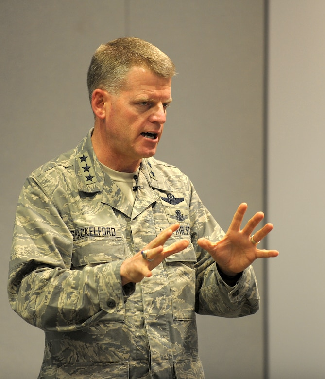 Lt. Gen. Mark Shackelford, Military Deputy for the Assistant Secretary of the Air Force (Acquisition), addresses Space and Missile Systems Center personnel about the rebuilding of acquisition excellence during his brief visit to Los Angeles Air Force Base last week. (Photo by Atiba Copeland)