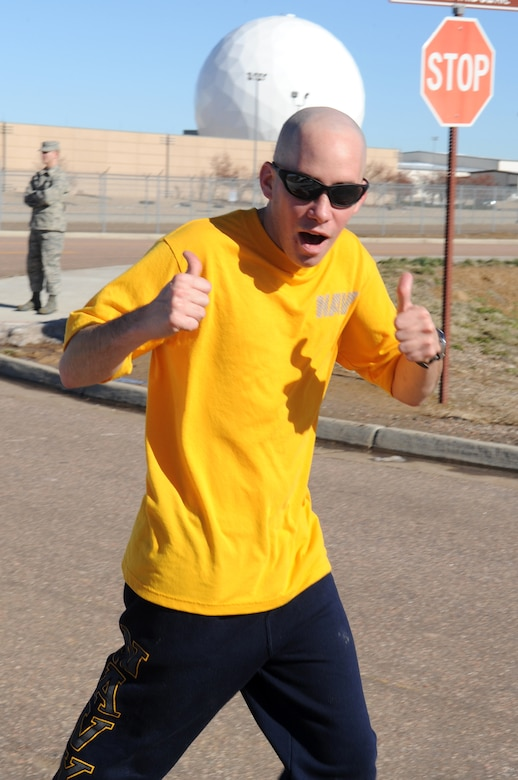 BUCKLEY AIR FORCE BASE, Colo. -- Navy Petty Officer 3rd Class Shawn Longa gives a thumbs-up during the Turkey Trot Nov. 18. First-place winners were awarded a free turkey. (U.S. Air Force photo by Airman First Class Marcy Glass)