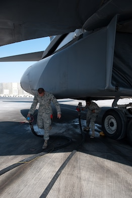 Left, Staff Sgt. Michael Thomas and Senior Airman William Hunt, 37th Aircraft Maintenance Unit crew chiefs, remove refueling hoses from a B-1B Lancer after a refueling, Nov. 15, in Southwest Asia. The 37 AMU works to keep the B-1 operational and safe for missions in the U.S. Central Command area of responsibility. Sergeant Thomas and Airman Hunt are deployed from Ellsworth Air Force Base, S.D. in support of operations Iraqi and Enduring Freedom. (U.S. Air Force photo/Staff Sgt. Robert Barney)