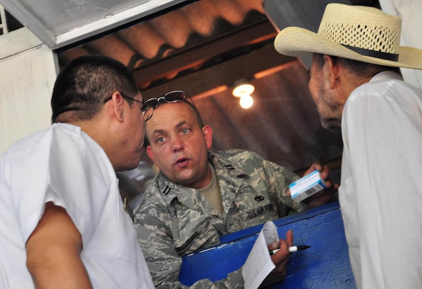 ILOPANGO, El Salvador – Air Force Capt. Manuel Silveira (center), MEDEL pharmacist, explains a perscription Nov. 20 in San Diego, El Salvador. JTF-Bravo Medical Element performed a Medical Civil Action Program, or MEDCAP, from Nov. 19 to 23 treating 2,987 people in several different cities affected by the El Salvador mudslides. The MEDEL personnel distributed more than $23,000 in medical supplies during the MEDCAP. The medicines ranged from prescription medicine to common pain-killers (U.S. Air Force photo/Staff Sgt. Chad Thompson).