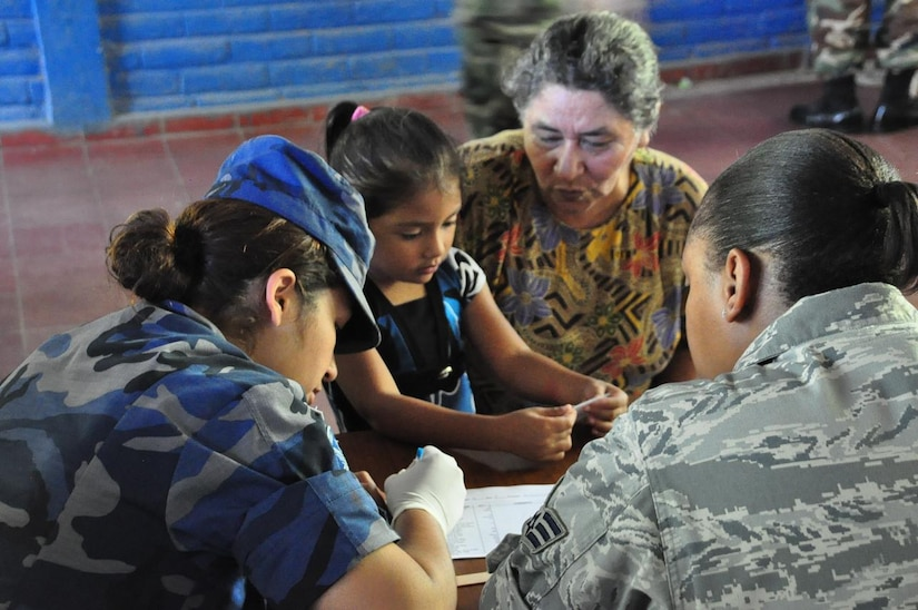 ILOPANGO, El Salvador – 2nd Lt. Johanna Vielman, Salvadoran military, translates for Air Force Senior Airman Ashley Carter, during a medical screening Nov. 20 in San Diego, El Salvador. JTF-Bravo Medical Element performed a Medical Civil Action Program, or MEDCAP, from Nov. 19 to 23 treating 2,987 people in several different cities affected by the El Salvador mudslides. (U.S. Air Force photo/Staff Sgt. Chad Thompson).