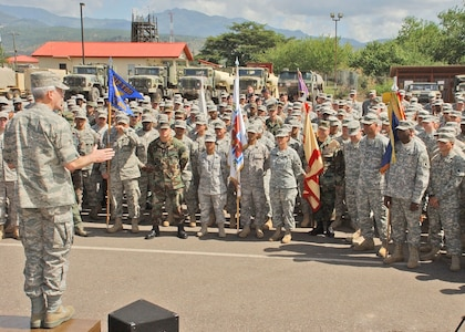 SOTO CANO AIR BASE, Honduras -- Gen. Douglas Fraser, Commander, U.S. Southern Command, speaks to the Soldiers, Sailors and Airmen of Soto Cano Air Base during his visit here Nov. 25. General Fraser thanked the JTF-Bravo members for their hard work, particularly in the recent El Salvador disaster relief mission, and wished them all a happy Thanksigiving holiday. (Photo by Mr. Martin Chahin)