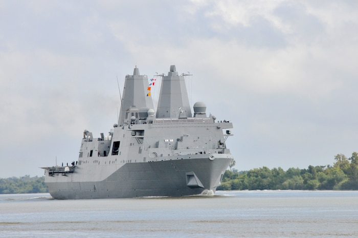 Pre-Commissioning Unit (PCU) New York (LPD 21) transits down the Mississippi River. The New York was built using 7.5 tons of the World Trade Center's steel and is scheduled to be commissioned Nov. 7 in New York City.