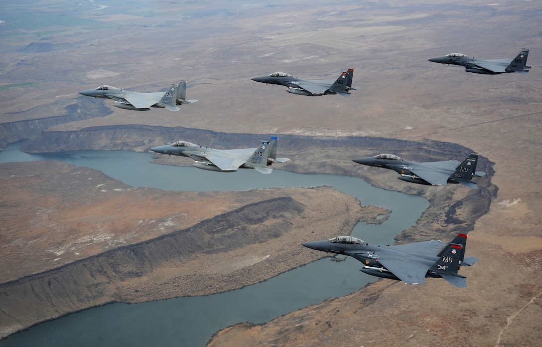 A six-ship formation of F-15C Eagle and F-15E Strike Eagles from the 366th Fighter Wing, Mountain Home Air Force Base, Idaho fly over Idaho Oct 13, 2009. 