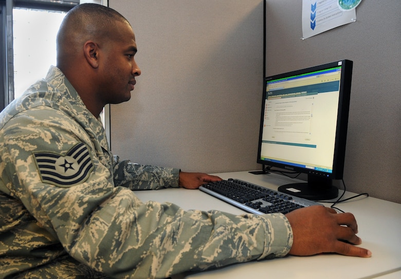 """Tech. Sgt. Modesto Martinez, 460th Force Support Squadron, uses the PCS In-processing System at """"The Source"""" at the military personnel flight Oct. 19. """"The Source"""" is Buckley Air Force Base's eFinance self-help center, an all in one station where Airmen can take care of their financial services. (U.S. Air Force photo by Senior Airman John Easterling)"""