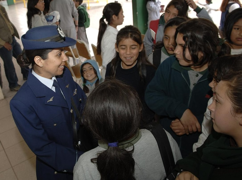 IQUIQUE, Chile -- Patricia Vidal of the Fuerza Aerea de Chile talks to students of Colegio Macaya in Alto Hospicia, Chile, during a joint U.S.-FACh visit.  (U.S. Air Force photo by Tech. Sgt. Eric Petosky)