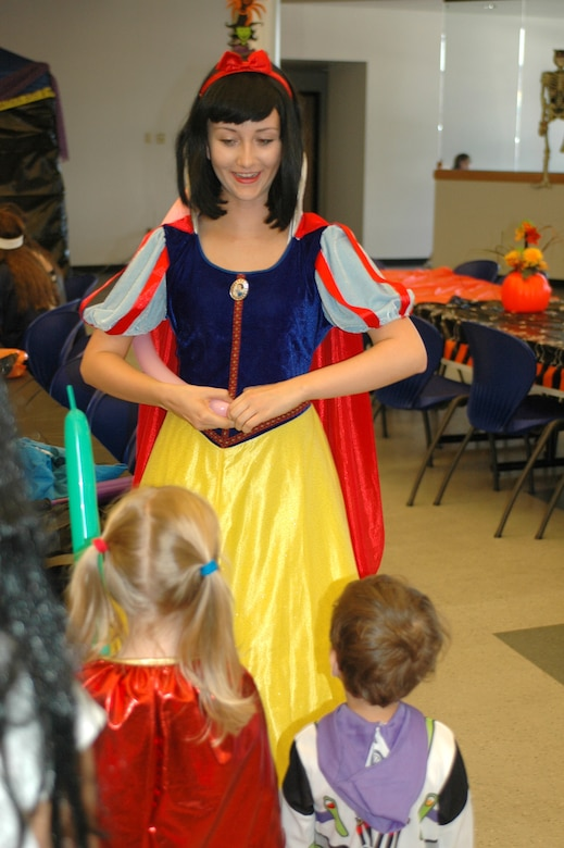 A balloon artist dressed as Snow White makes balloon animals for children at the 2009 Haunted Hangar. (Air National Guard photo by Maj. Gabe Johnson)