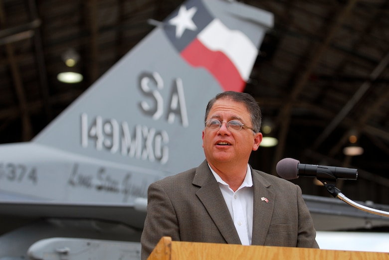 State Rep. Frank Corte, Jr., of San Antonio, speaks to members of the Texas Air National Guard's 149th Fighter Wing at Lackland Air Force Base, Texas, about recent legislation on August 28, 2009. (U.S. Air Force photo/Senior Master Sgt Mike Arellano)