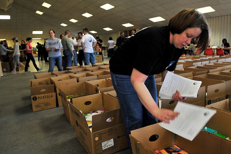 BUCKLEY AIR FORCE BASE, Colo. -- Staff Sgt. Kasabyan Musal, Air Force Technical Applications Center Detachment 45, places thank-you letters into boxes of cookies March 14. The cookies will be sent to deployed U.S. troops. (U.S. Air Force photo by Staff Sgt. Kathrine McDowell)